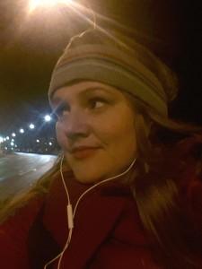 Helga Þórey Jónsdóttir (HÞJ): Fyrrum tónlistarblaðamaður, núverandi doktorsnemi í kvikmynda- og menningarfræði.